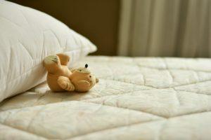 Bedre søvn til bamsen på en topmadras